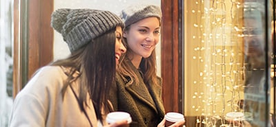 5 Holiday Storefront Display Tips